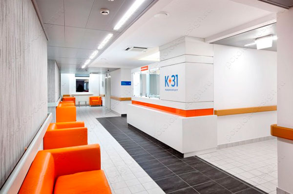 потолок в коридоре медицинского учреждения