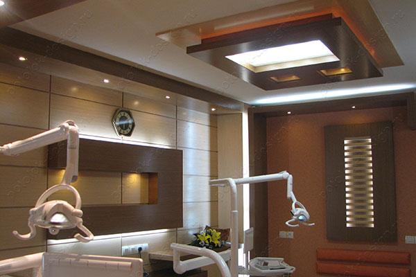 многоуровневый потолок в медицинском учреждении